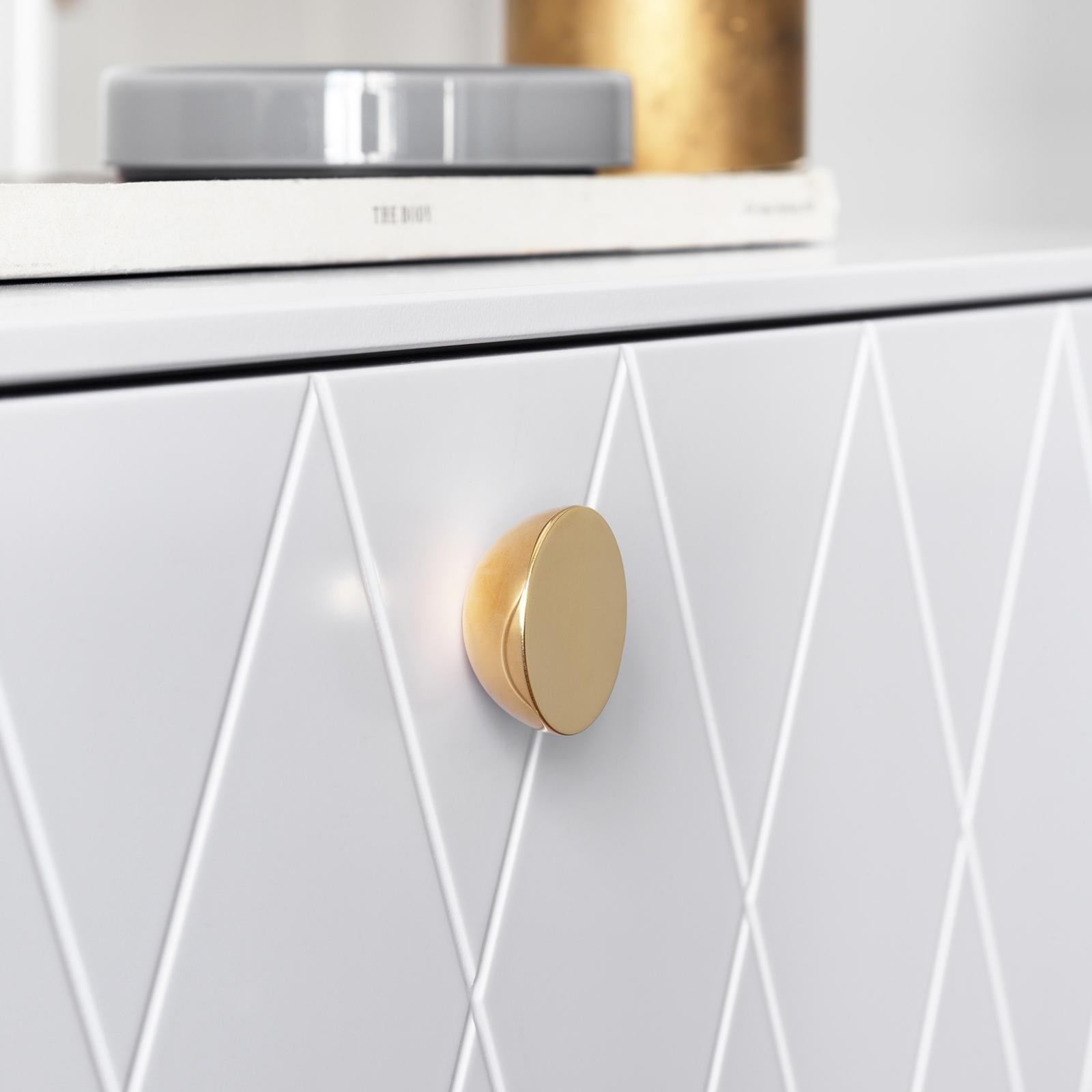 Knob in brass with hemisphere design on a light grey front from Superfront